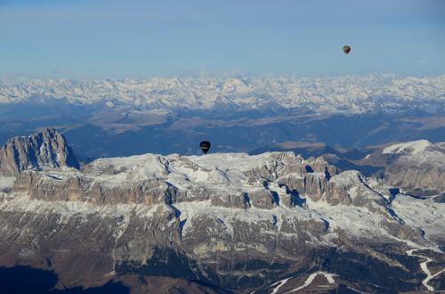 heissluftballonfahrt über die alpen