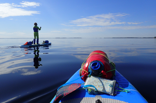 standuppaddeln ueber die finnische seenplatte